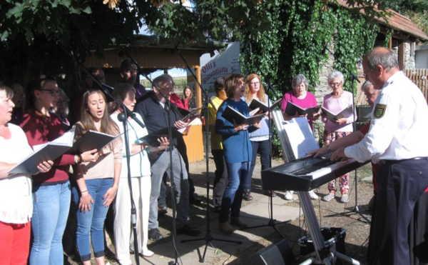 Der Gute-Laue-Chor: Benefizkonzert im Tierheim SOM
